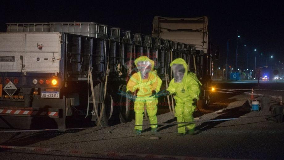 Roca: derramaron una peligrosa sustancia a la vera de Ruta 22