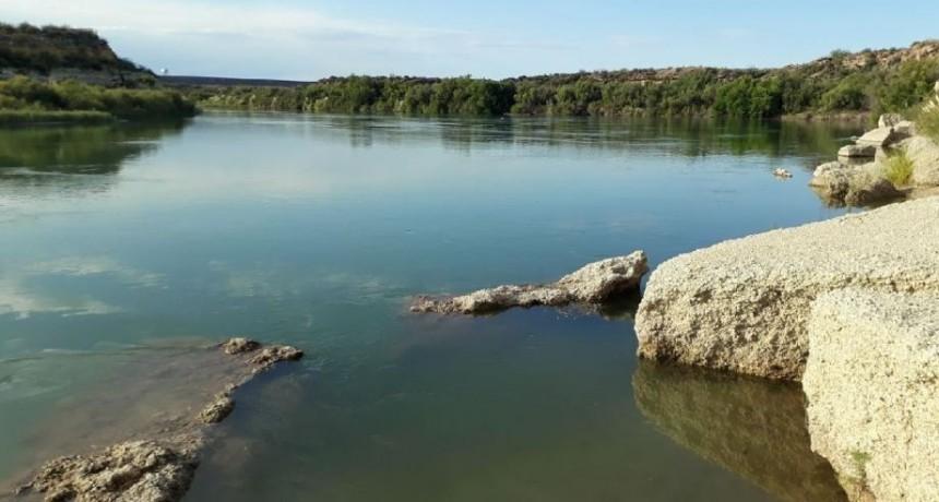 Desaparecieron tres pescadores en el Río Colorado y encontraron uno sin vida