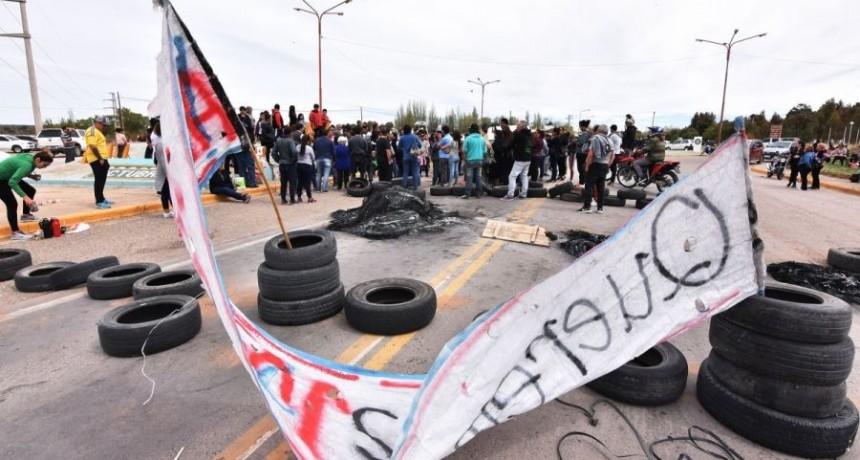 Niño baleado en Cutral Co: rechazan las propuestas y mantienen el corte de la Ruta 22