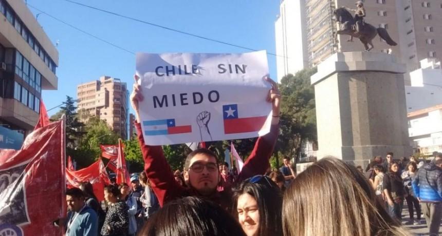 Marcharon en forma pacífica al consulado de Chile en Neuquén